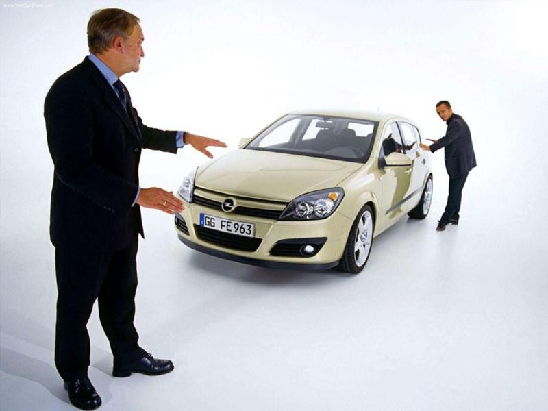 Клиент проверяет автомобиль