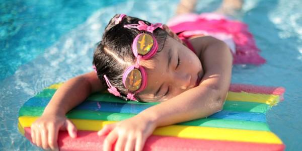 Первые навыки в плавании