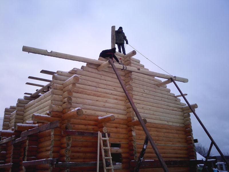 Дом, изготовленный ручной рубкой