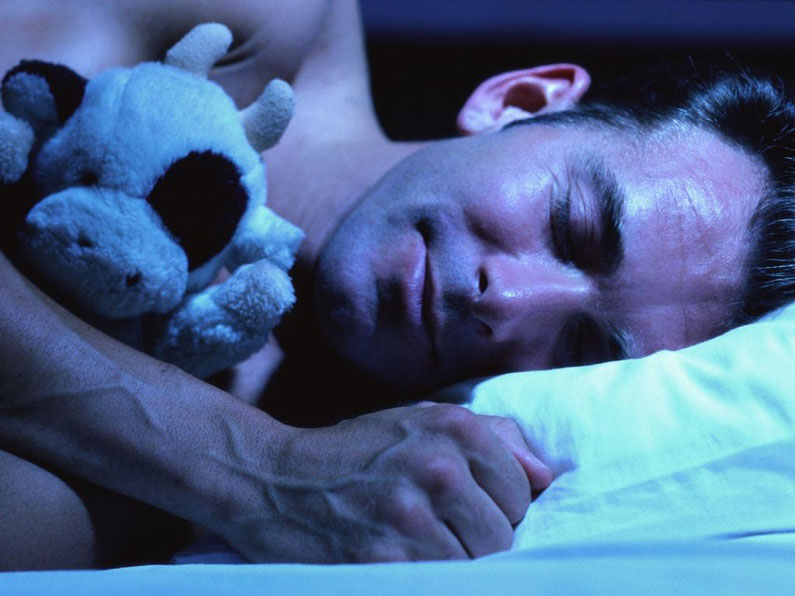 Мужчина уснул сладким сном