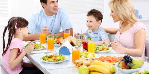 Семья за столом переговоров