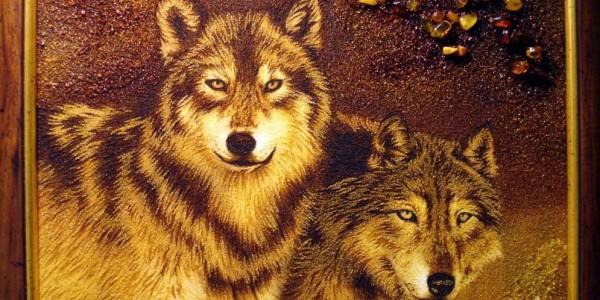 Портрет волков из янтаря
