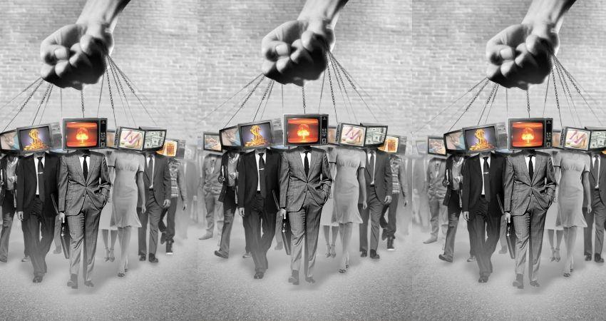 Комплексное воздействие манипулируя общественным мнением в свою пользу