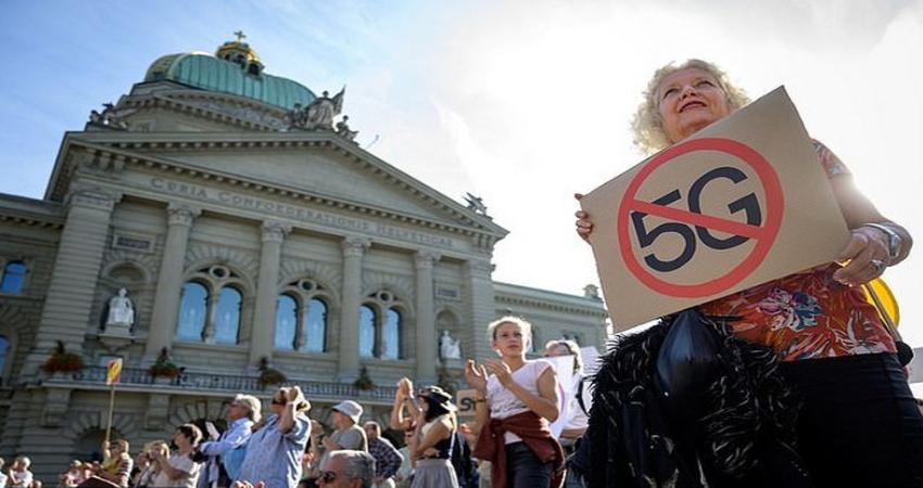 Члены акции протеста убеждены, что 5G-связь негативно воздействует на состояние здоровье и географическую среду