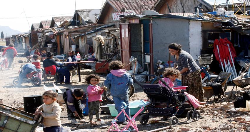 Но большинство цыгане живут в нищите