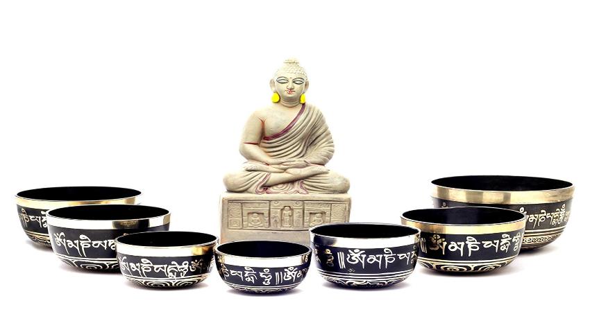 Поющие тибетские чаши, музыкальный инструмент, традиционно являвшийся частью религиозных обрядов